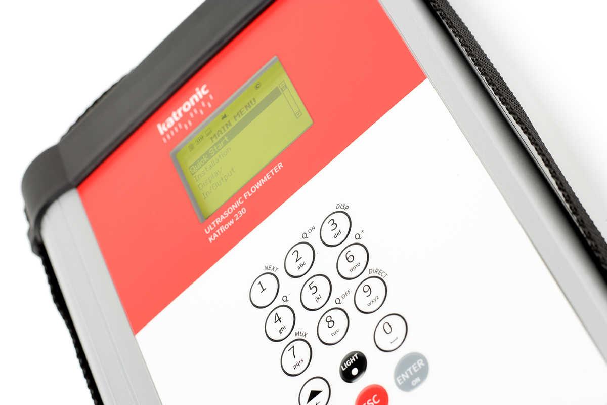 KATflow 230 - portable ultrasone flowmeter   U-F-M b.v.